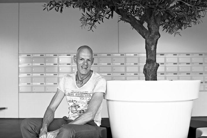 zakelijk portret zwart wit wooncorporatie Breda AlleeWonen